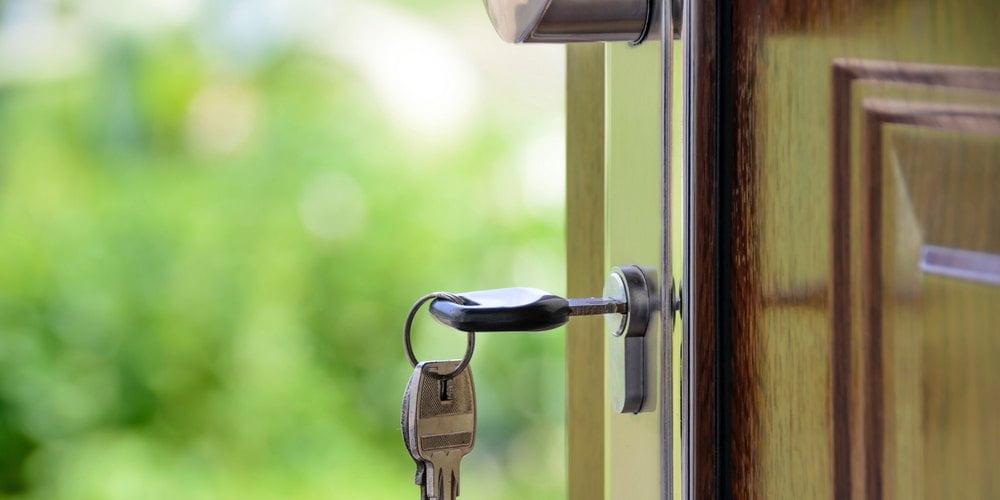door-banner-brown-key-1