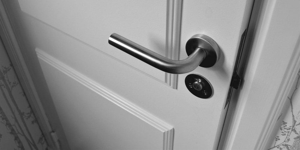 door-banner-white-1